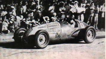 Oscar Galvez inaugurates the string of argentinian wins, driving what could be the first racing car showing the logo of an sponsor.